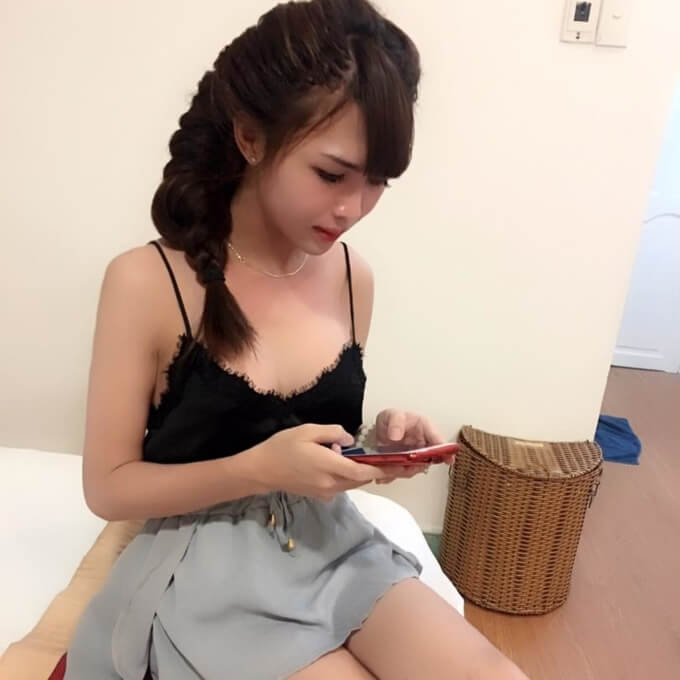 vo-oa-voi-anh-co-gai-dung-quoc-ky-che-than-372-7